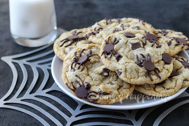 Halloween-cookies-filled-with-chocolate-spiders-