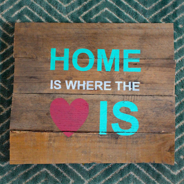 How+to+Stencil+a+Pallet+Sign-+Home+is+Where+the+Heart+is+Pallet+Sign
