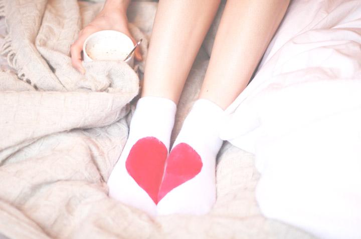 DIY-heart-socks-paint2