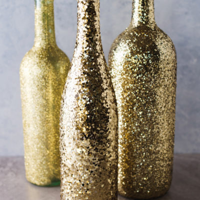 DIY Wine Bottle Glitter Vases thumbnail