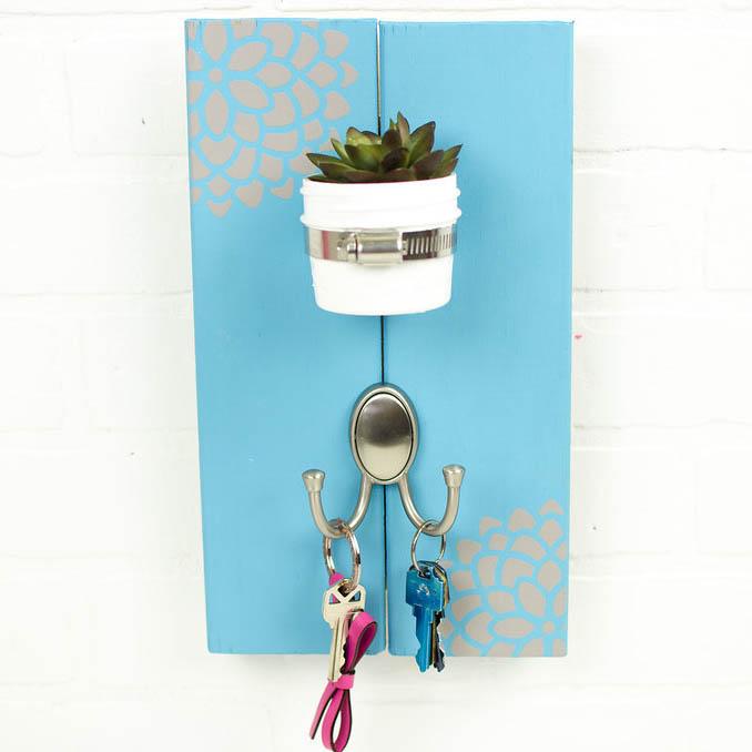 diy succulent key rack, diy key rack, diy succulent crafts, diy key organizer, diy organization crafts