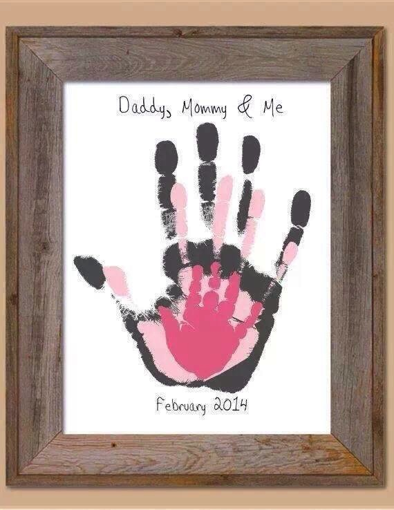 .DIY Family Hand Prints
