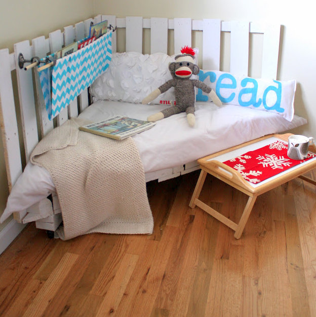 Make A Reading Nook Using Two Wooden Palettes