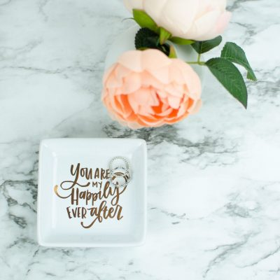 Cheap DIY Wedding Gifts With Your Cricut thumbnail