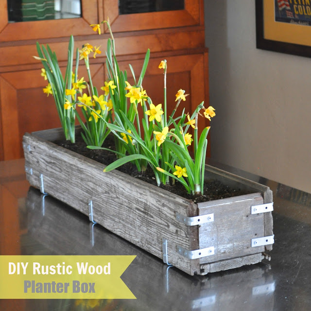 .DIY Rustic Wood Planter Box