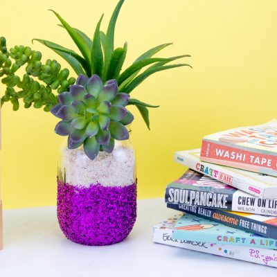 Fun and Simple DIY Glitter Vase thumbnail