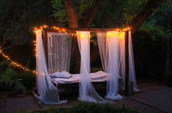 Build an Outdoor Swinging Bed