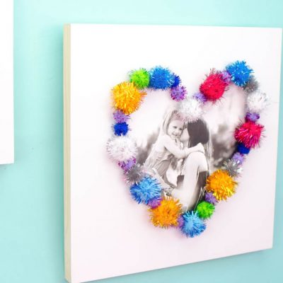 Pom Pom Framed Photo Canvas- a great babysitting craft idea! thumbnail