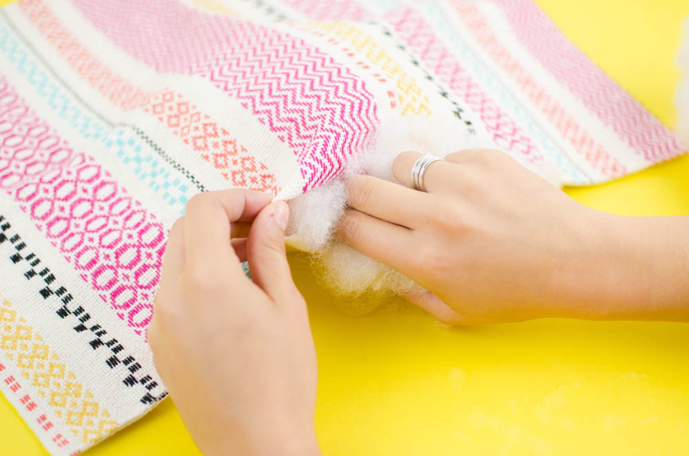diy pillows, sewing hack, home decor, bedroom, home decor hack, pillow from placemat, how to sew a pillow