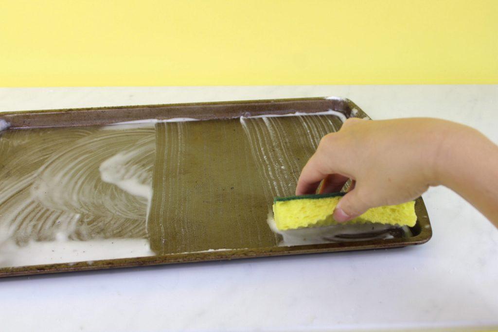 Baking Soda and Vinegar Makes Old Pans Like New