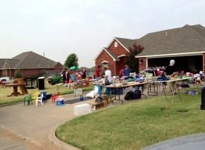 holding a yard sale before moving
