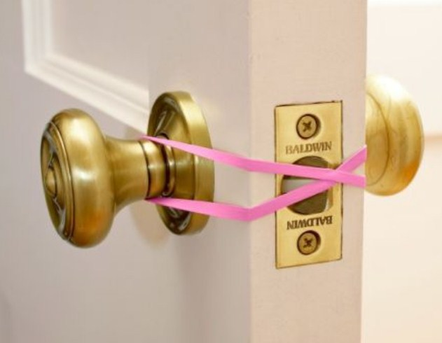 use a rubber band to keep the door from latching