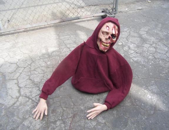 easy zombie decoration for halloween