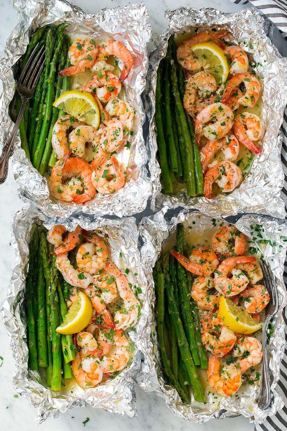 Shrimp and asparagus in foil packs