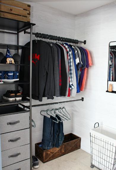 closet organizer to maximize space