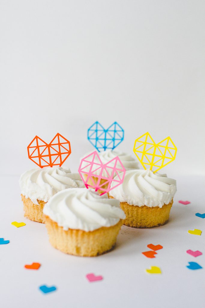 Cupcakes with geometric heart cake toppers
