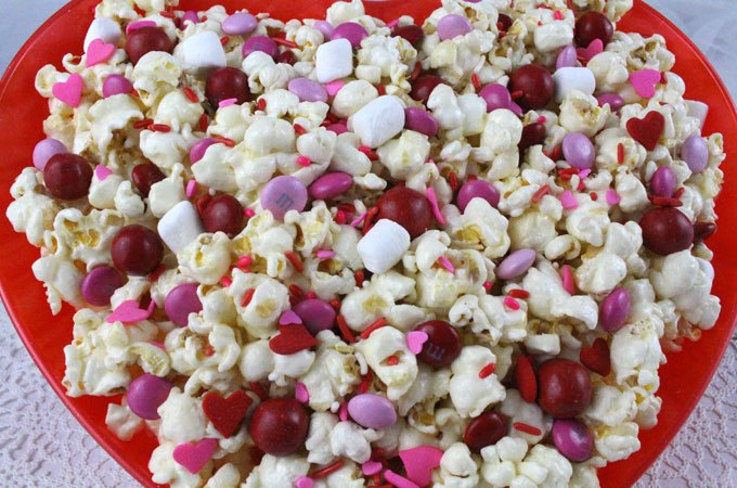 Sweet and salty valentine's day popcorn
