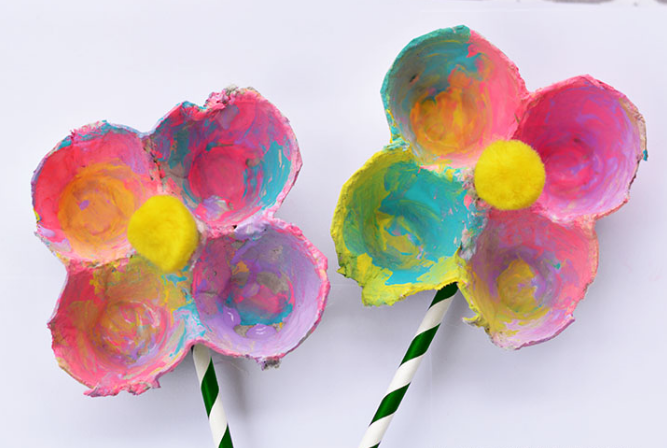 Colorful egg carton flowers perfect to make as a gift for Mother's Day.