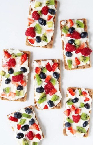 easy to make fruit pizza crackers