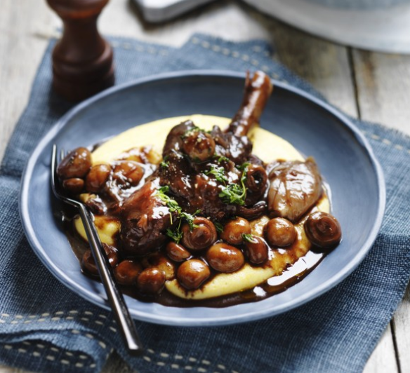 Lamb shanks with button mushrooms with toasted thyme