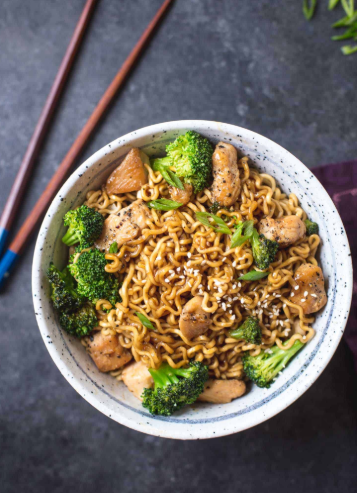 A tender chicken ramen stir fry noodle with broccoli and sweet savory sauce