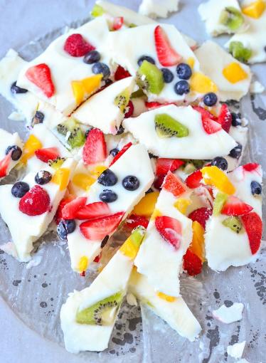 Delicious frozen yogurt fruit barks