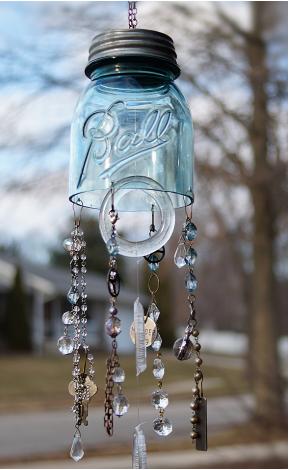 Mason jar wind chimes that has an elegant chimes