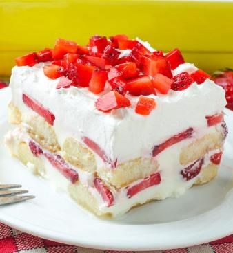 No bake strawberry tiramisu recipe dessert for spring and summer potlucks