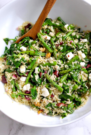 A quick and healthy vegetable pasta orzo salad with asparagus and spinach