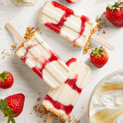 A delicious ice pops made with cheesecake, graham, and strawberry.
