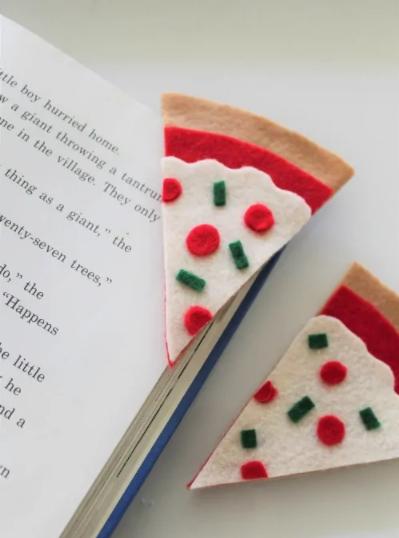 Felt pizza bookmarks