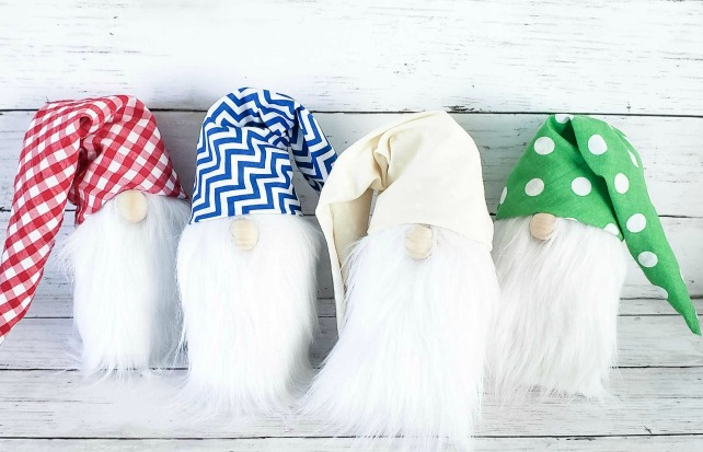 super cute gnomes from socks