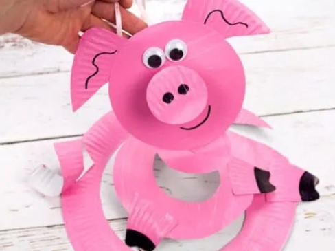 Cute and easy paper plate pig twirler great to hang from the ceiling