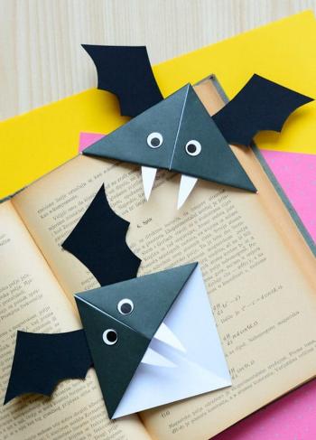Bat corner bookmarks