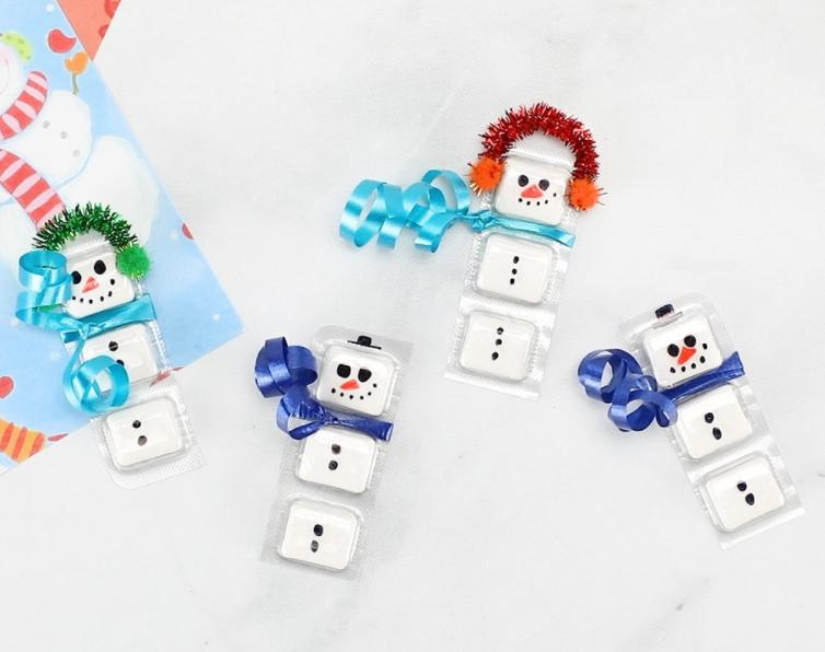 Gum packet designed as a snowmen