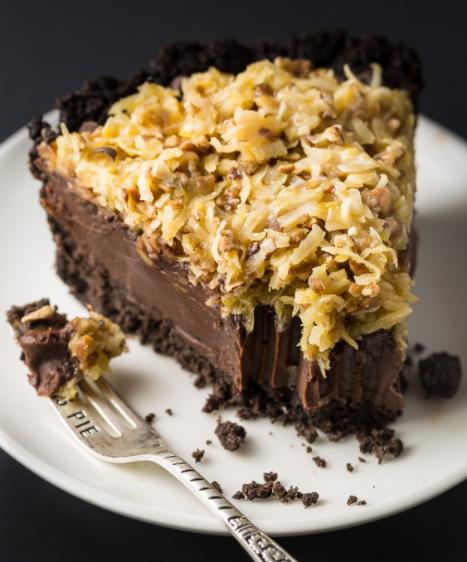 easy and indulgent no-bake German chocolate pie