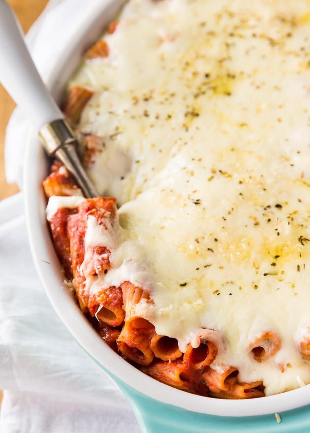 Cheesy Neapolitan layered pasta bake