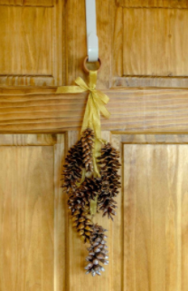 A wonderful pinecone wreath outdoor decor for the holiday