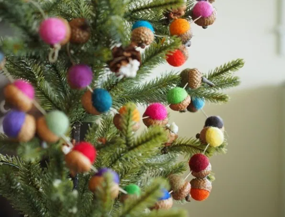 felted acorn garland diy tutorial holiday craft