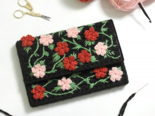 A cute and fashionable plastic canvas floral clutch