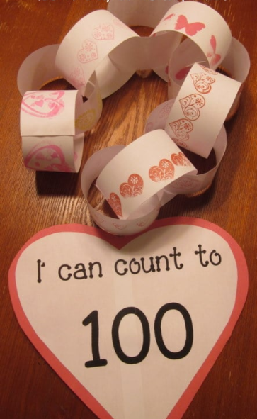 paper chain with 100 links on it