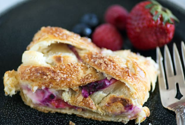 berry pastry braid