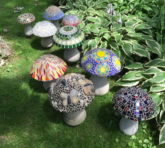 How to make colorful concrete mushroom for the garden