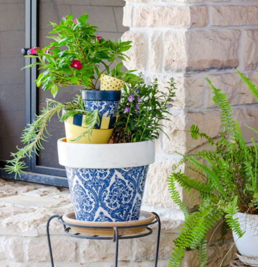 Learn how to decoupage flower pots with napkins