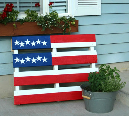 Homemade American flag pallet project outdoor patriotic craft