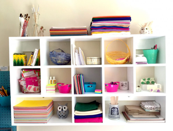 HOW TO BUILD WALL-MOUNTED DIY CUBBY SHELVES HOME DECOR