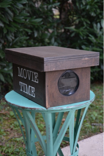 A homemade movie projector for smartphones outdoor theater