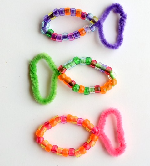 Colorful pony bead fish with fuzzy sticks craft activity for kids
