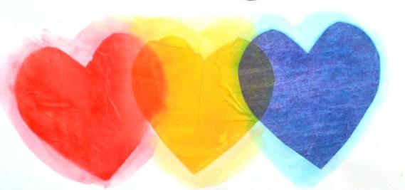Corações de papel de seda com mistura de cores