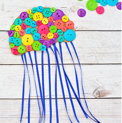 A cute and colorful button jellyfish for kids summer crafts